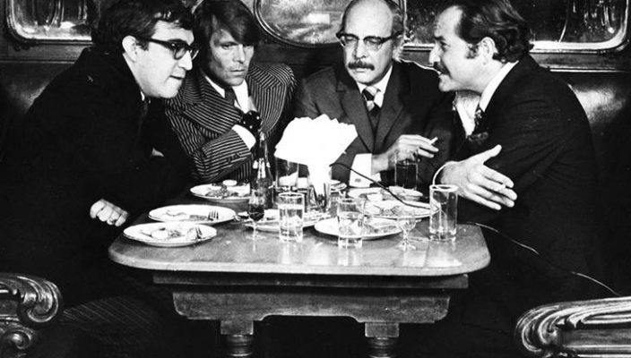 Carlos Monsiváis, José Luis Cuevas, Fernando Benítez y Carlos Fuentes en el bar La Ópera, 1965/HÉCTOR GARCÍA/ARCHIVO SILVIA LEMUS.