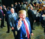 COLOR y B/N, a 50 cuadratines, por favor Republican presidential candidate Donald Trump acknowledges photographers after speaking at a campaign rally in Baton Rouge, La., Thursday, Feb. 11, 2016. (AP Photo/Gerald Herbert)