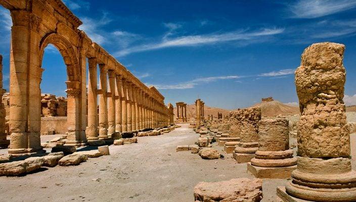 En esta imagen sin fecha proporcionada por la agencia siria de noticias SANA, las ruinas de la antigua ciudad de Palmira, en Siria. Palmira es una joya arqueológica que las tropas sirias recuperaron de manos del grupo Estado Islámico el domingo 27 de marzo de 2016.  (SANA via AP)
