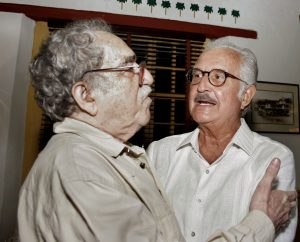 Uno de los tantos encuentro entre Gabriel García Márquez y Carlos Fuentes. En la imagen. ambos escritores durante el IV Congreso Internacional de la Lengua Española. EFE/Ricardo Maldonado